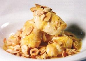 Supremás de pollo rellenas de queso y frutos secos