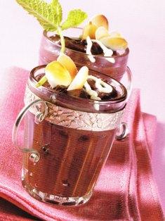 Mousse de chocolate con almendras fileteadas