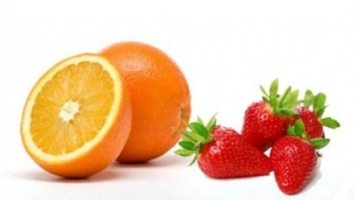 Zumo de fresas y naranjas