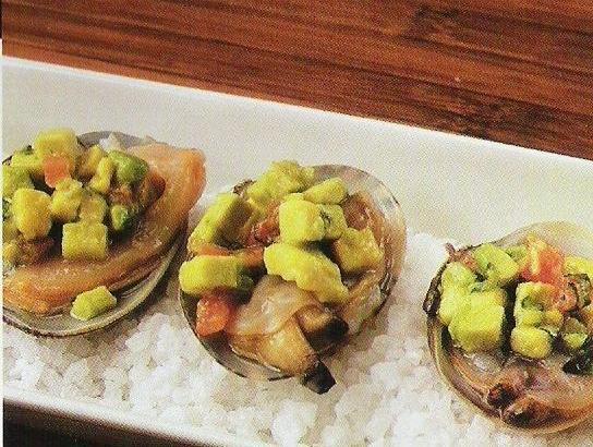 Almejas con guacamole