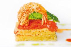 Esponja de queso con tomate confitado y langostino