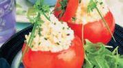 Tomates con pistachos y verduras