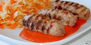 Cevapcici con salsa de pimientos