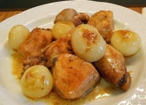 Pollo guisado cebollitas