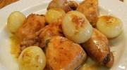Pollo guisado con cebollitas francesas