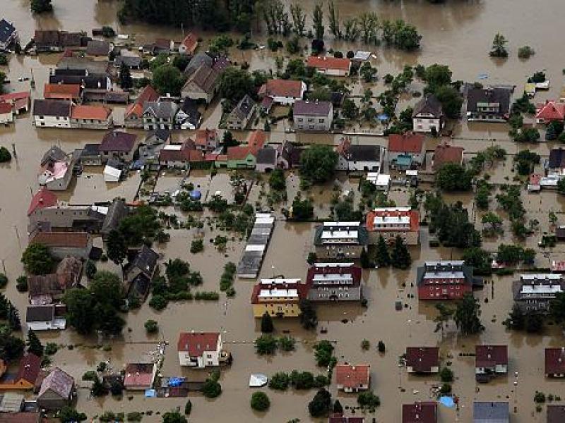606x341_227092_las-inundaciones-ponen-al-limite-a-l