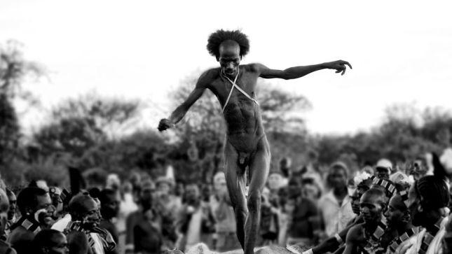 Etiopia-hombre-Cubierto-Fotografia-GerthSurvival_EDIIMA20130729_0226_13
