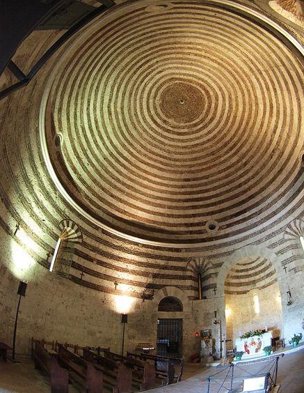 Interior de la cúpula, Rotonda de Montesiepi.