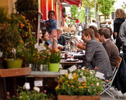 Salir-a-comer-en-compania-reduce-la-concentracion-en-el-trabajo-pero-aumenta-la-armonia-social_image365_