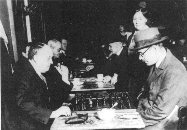 fernando-pessoa-jugando-al-ajedrez-con-aleister-crowley