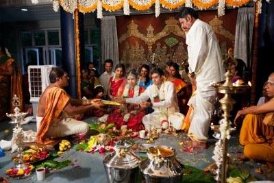 12299605-chennai-india--29-de-agosto-la-india-tamil-ceremonia-tradicional-de-boda-el-29-de-agosto-de-2010-en-