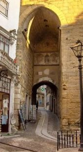 Arco de Almedina y subida a Quebra Costas
