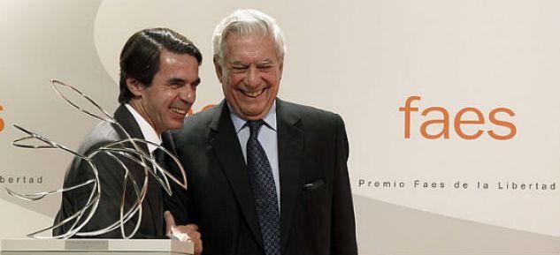 jose-maria-aznar-entregando-premio-faes-libertad-escritor-peruano-mario-vargas-llosa