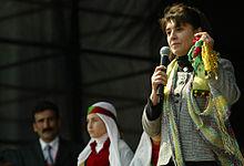Leyla Zana, la primera parlamentaria kurda en el Parlamento turco. Fuente: Wikipedia