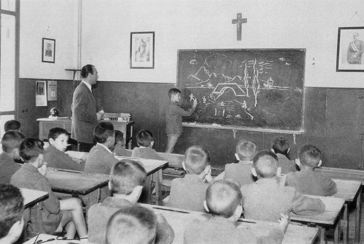 """En """"La sombra"""" Javier Maqua repasa la vida cotidiana de la escuela durante el franquismo."""