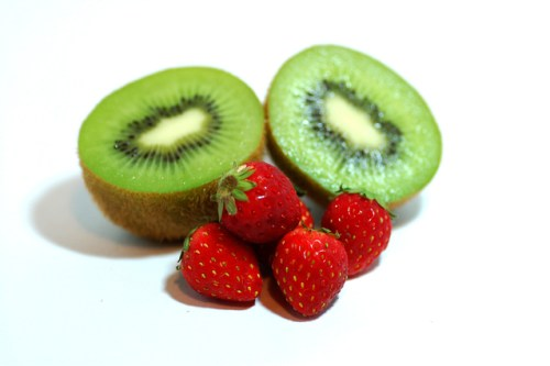 kiwi-and-strawberry-1324088-639x424
