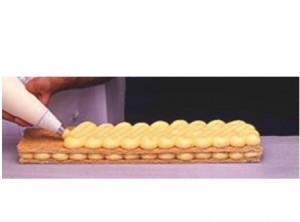 Manga de crema pastelera para el relleno de dulces y roscones de reyes