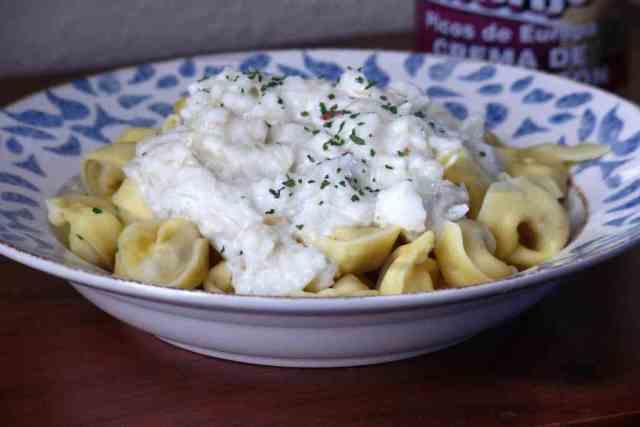 Receta de pasta fresca con salsa de queso, rápida de preparar, podemos cocinar con thermomix la salsa mientras se cuece la pasta