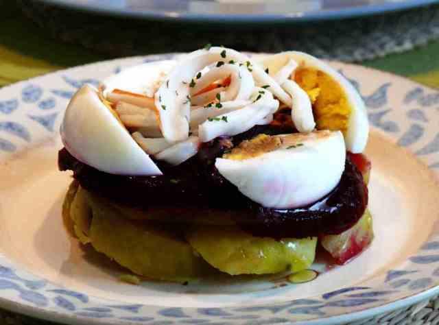 La remolacha se puede utilizar en ensalada, combinada por ejemplo con patata o con manzana y aliñada con una vinagreta de vinagre de módena