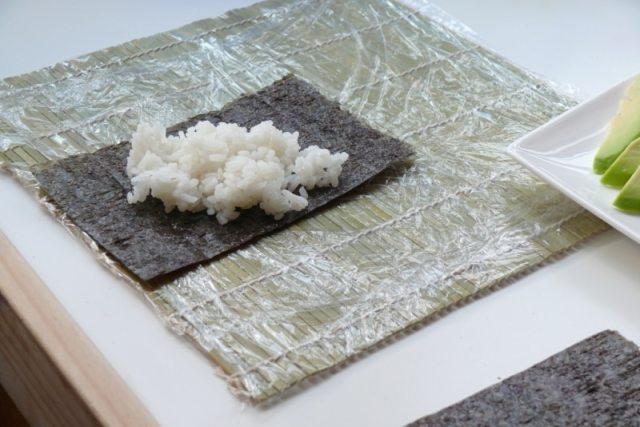 arroz sobre alga nori