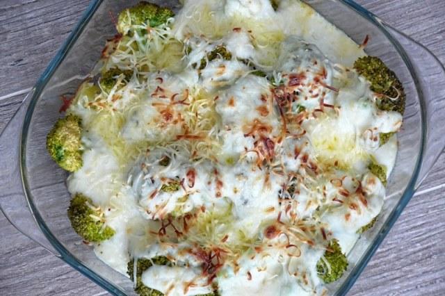 Brocoli gratinado con patata y cebollita