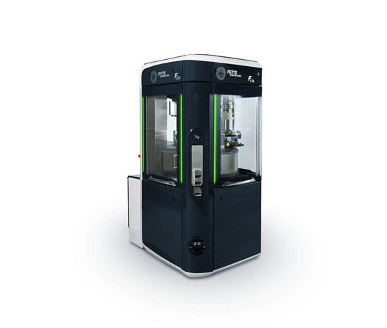Todo de un único proveedor: Las instalaciones de producción compactas y automáticas, reducen los costes. En esta línea de jeringuillas, el montaje de los émbolos, el etiquetado, el montaje del dispositivo de seguridad y el amortiguador de la jeringuilla se integran de forma inteligente. (Foto: Bausch + Ströbel)