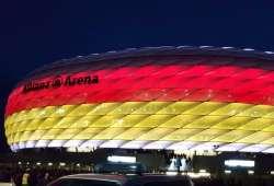 Allianz Arena, estadio del Bayern Munich con luces de la bandera alemana