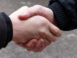 Hand drauf par blu-news.org. License CC BY-SA 2.0.