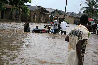 Knee-deep flood at Agege, Lagos  Lagos during rainstorm in pictures Help