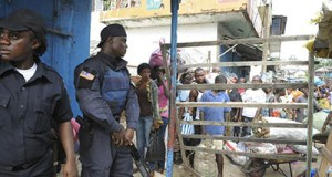 Ebola: Liberia censors press Liberia ebola checkpoint
