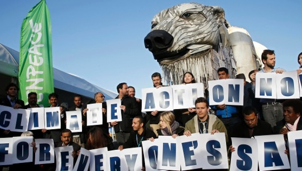 Greenpeace campaigners demanding a just climate deal in Paris. Photo credit: Reuters  What countries agreed on in Paris greenpeace cop21 paris