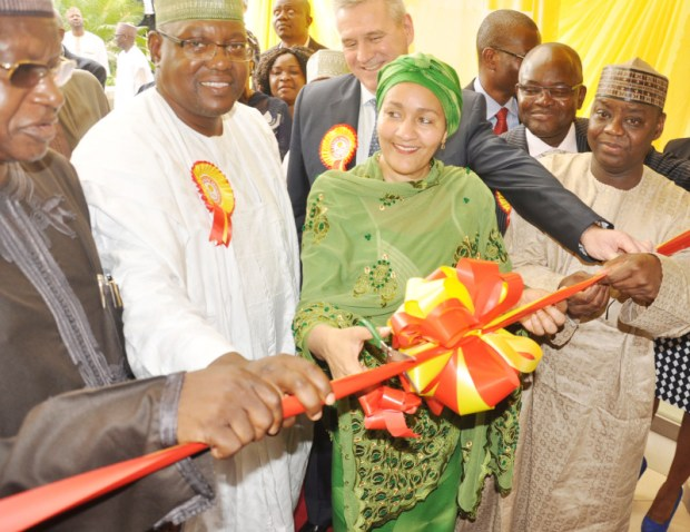 L-R: Minister of State for Environment, Alhaji Ibrahim Jibrin; Executive Director, Imani & Sons Nigeria Limited, Alhaji Suleiman Abubakar; Minister of Environment, Amina Mohammed; Director, Shell Nigeria Closed Pension Fund Administrator (SNCPFA), Mr. Guy Janssens; SNCPFA Managing Director, Mr. Akeeb Akinola; and the Managing Director, Abuja Investment Company Limited, Dr. Musa AHmed Musa, at the inauguration of the Imani-Shell Estate Phase 2 in Abuja ...on Monday, May 21