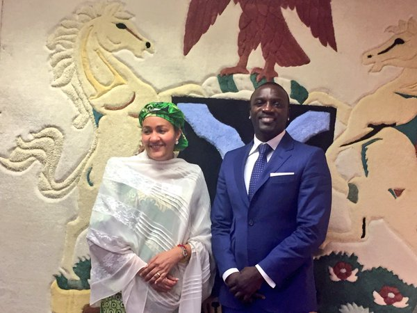 Akon (right) with Ms Amina Mohammed