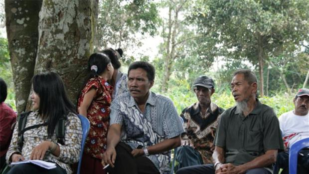 Ethnic Dayak villagers in Indonesia discuss encroachment by palm oil companies on their land. Photo credit: Dana MacLean/Al Jazeera  Palm oil cartel: End to human rights abuses, land grabbing sought landgrab