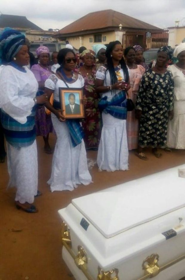 Dr Olomola's children at the burial