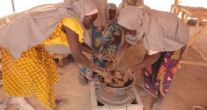 Women moulding stoves3  Yola IDPs build fuelwood efficient stoves Women moulding stoves3 e1469057741492