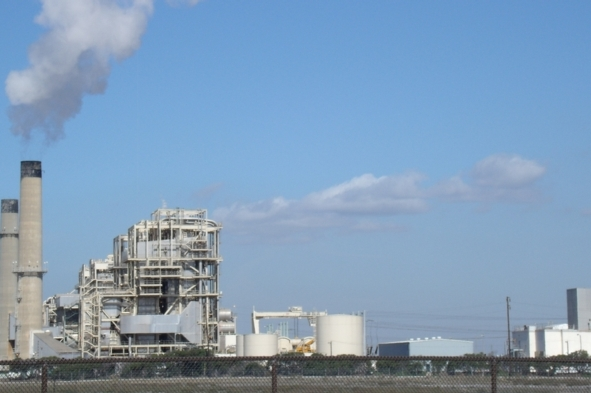 Huntington Beach natural gas fired power plant. Photo credit: FLICKR