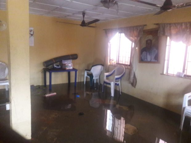 Flooded Palace of Baale Okun Alfa, Chief Yusuf Elegushi Atewolara  Lamentations as ocean inundates Lagos coastal community 20160905 143217 e1473277897334