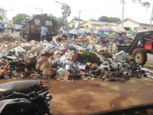 Wastes have piled up and littering junctions, roadsides and road dividers in Makurdi  Concern as wastes overwhelm Makurdi REFUSE DUMP 300x225