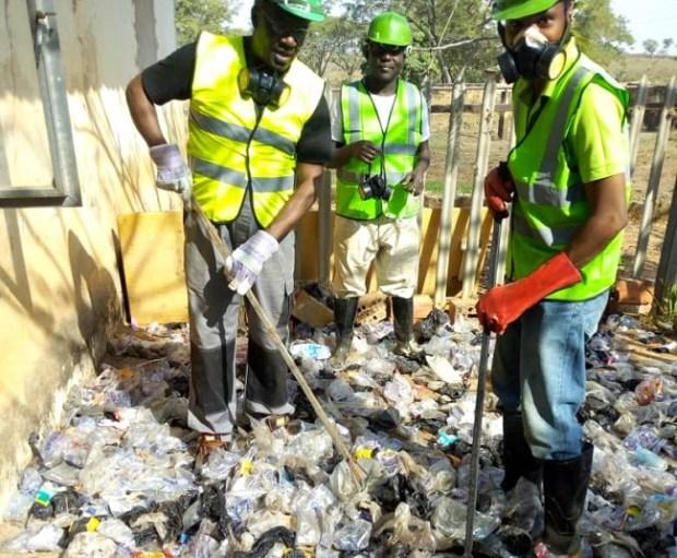 Plastic waste to interlocks