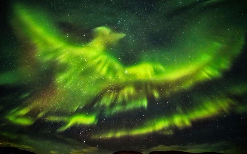 Giant Phoenix captured in stunning aurora borealis Iceland show
