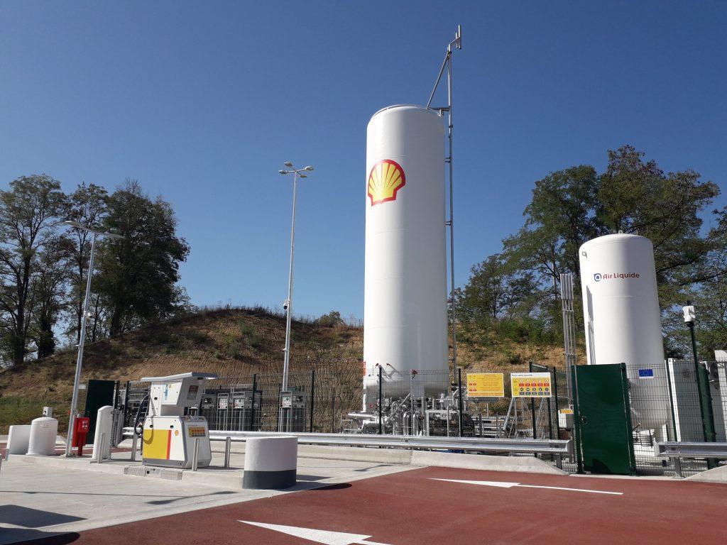 Shell France ouvre sa première station GNL sur l'aire d'autoroute de Mionnay (Ain)