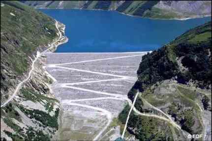 Le barrage de Grandmaison, sur la vallée de l'Eau d'Olle, en Isère ( photo EDF)