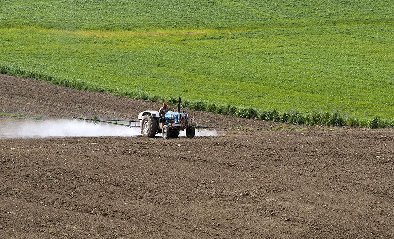 Bassin Rhône-Méditerranée : les pesticides, menace pour l'alimentation en eau potable
