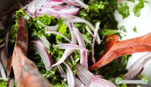 Fraîcheur en bouche (salade d'épinards et poire sublimée par l'arbre à l'ail* du Cameroun)