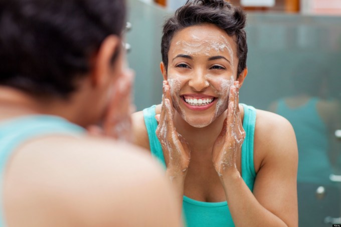woman washing face enza beautiful air pollution pollutants