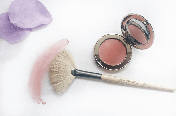 JANE IREDALE BRUSH REVIEW, jane iredale, makeup, makeup brushes, makeup tools, mineral makeup, skin, skincare, beauty, enza, enza essentials, enzabeautiful, blog, beauty blog, beauty blogger, eau claire, wisconsin, midwest blogger