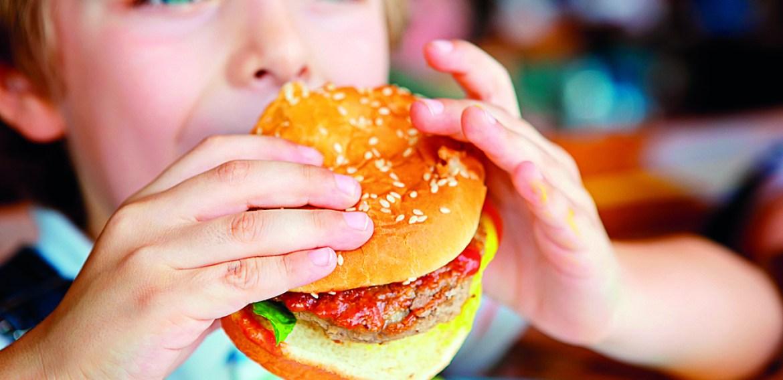 Alimentos de alto valor nutricional representam apenas 10% do que é oferecido e consumido nas cantinas escolares