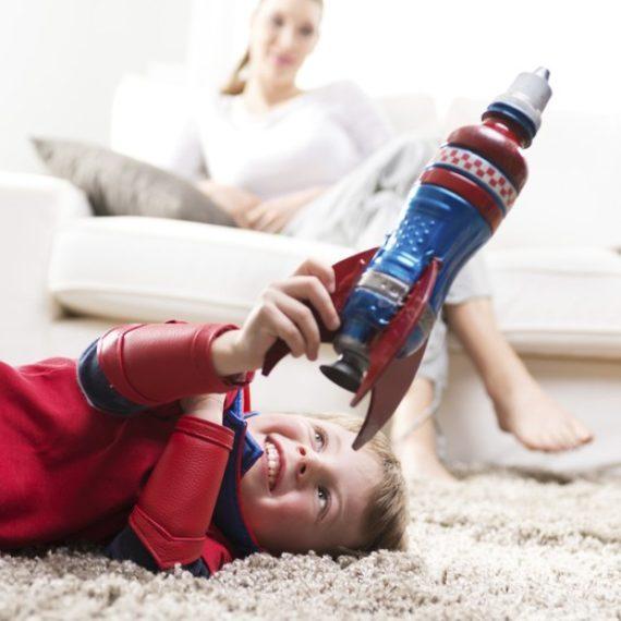 As crianças precisam de menos brinquedos para brincar melhor