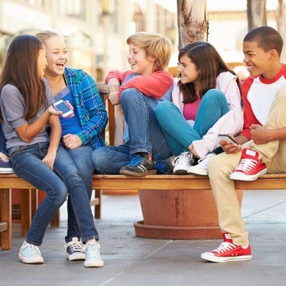 Como lidar com filhos que querem ser adultos precocemente?
